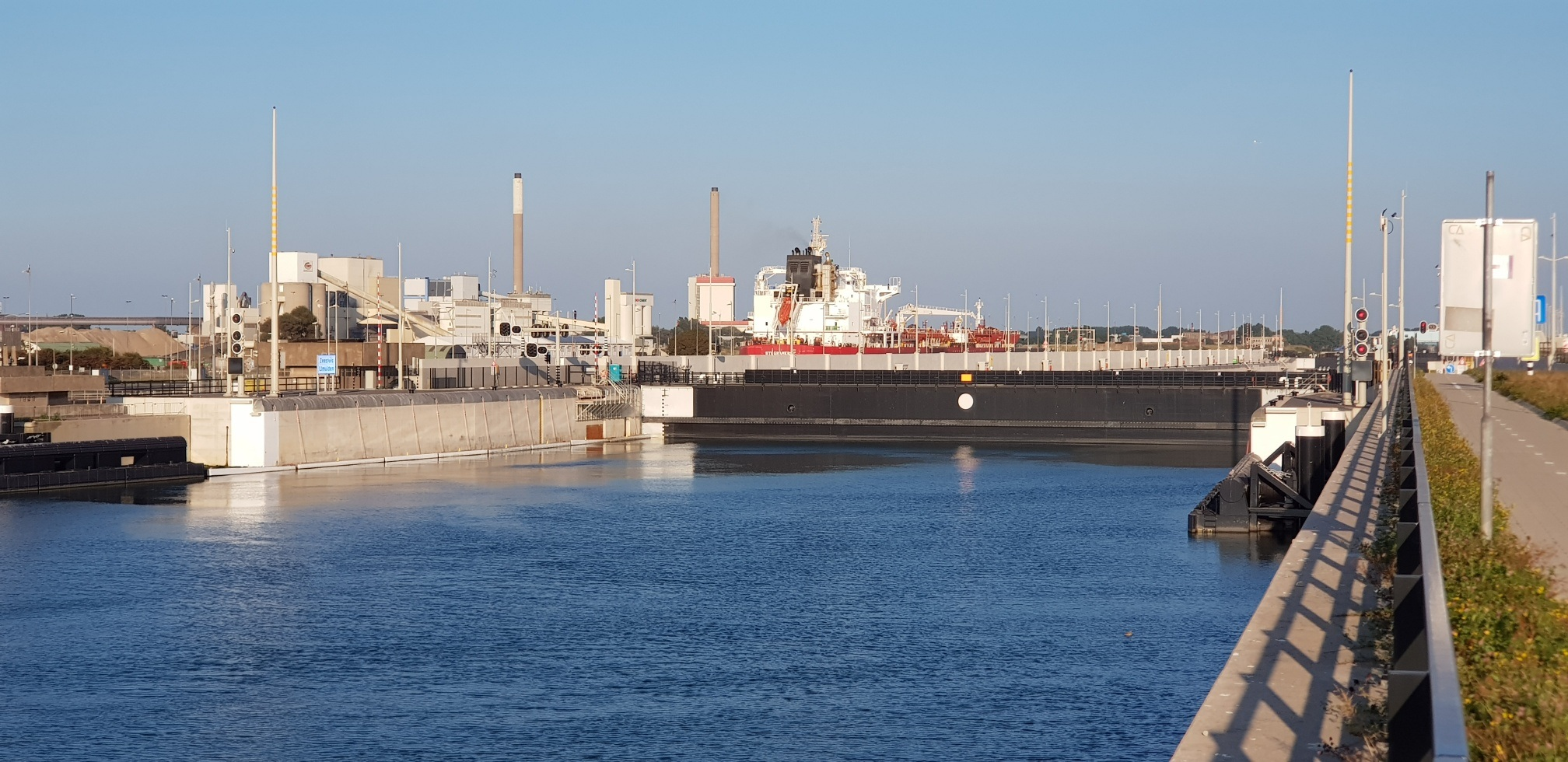 Hoppe monitors the largest sea locks in the world!